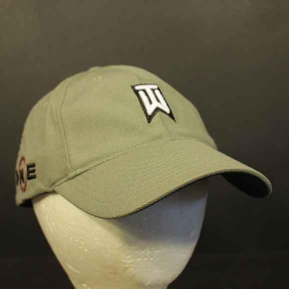 9d3d6e1e76f6c Tiger Woods Collection Golf Hat Cap Nike Golf One.  M 5bfe2c4312cd4aa4b006eb9b